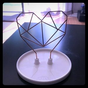 NWOT Modern Jewelery stand Rose Gold